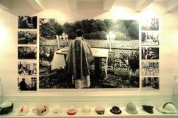 Wokół ks. Jerzego gromadziły się tłumy, co można dziś zobaczyć ma zdjęciach zgromadzonych w jego muzeum w Warszawie