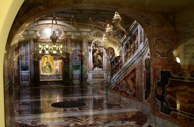 Henryk Przondziono /Foto Gość  Watykan. Grób św. Piotra. Jedno z pierwszych miejsc, do których pielgrzymowali chrześcijanie