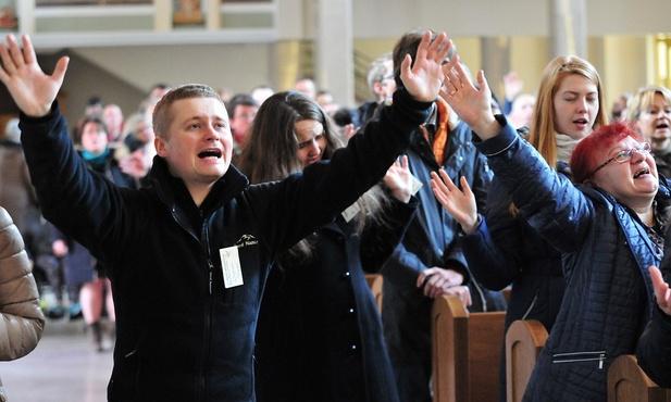Spotkanie zdominowane było ekspresyjną i żarliwą modlitwą