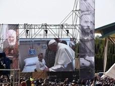 Papież wśród dzieci chorych na raka