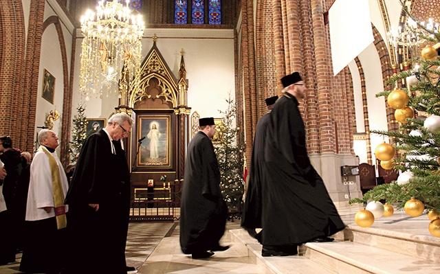 Kościele, który może zmienić Oni rozmawiają nie tylko z papieżem, ale spotykają się zasadniczo ze sobą.