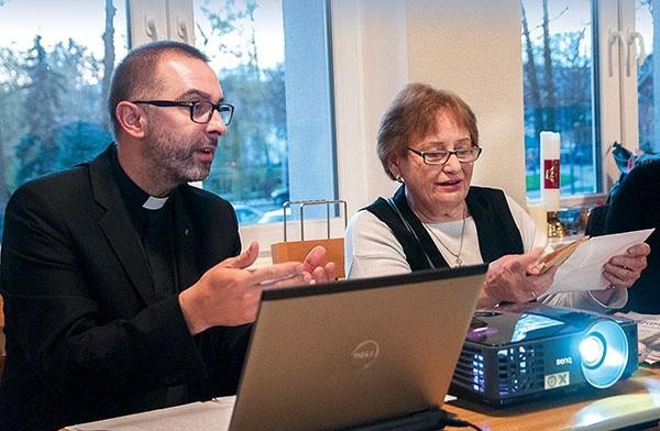 ▲Ks.Piotr Szweda iIrena Metkowska byli gośćmi spotkania zorganizowanego  przez szczecinecki oddział Civitas Christiana iparafię mariacką.