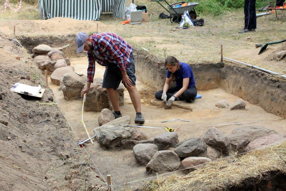 Aplikacja datowania węgla w archeologii