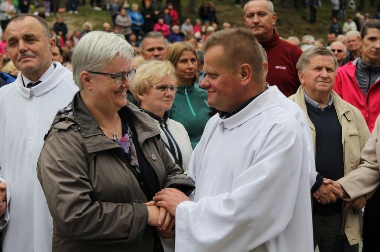 W Kalwarii Zebrzydowskiej żony i mężowie odnowili swoje przyrzeczenia małżeńskie.