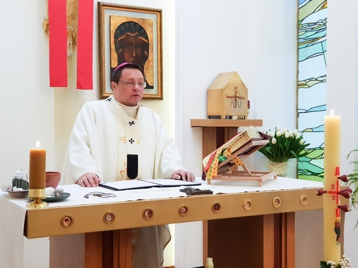Abp Ryś: Wszystko w naszym życiu zależy od tego, co czynimy przy tym ołtarzu dzień w dzień!